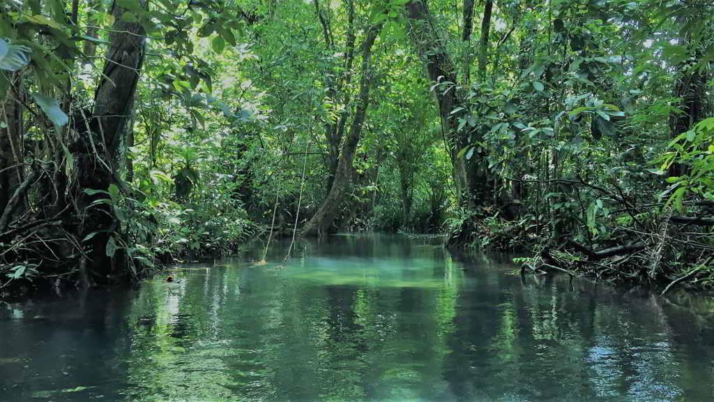 how to get to Klong Sa Kaew Crystal Stream