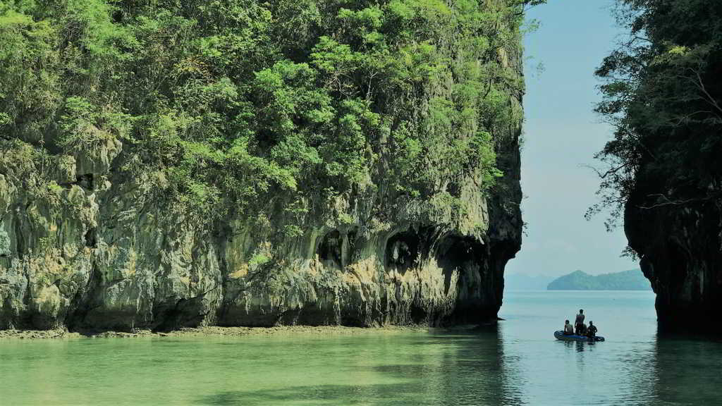 hong island by speed boat form krabi thailand
