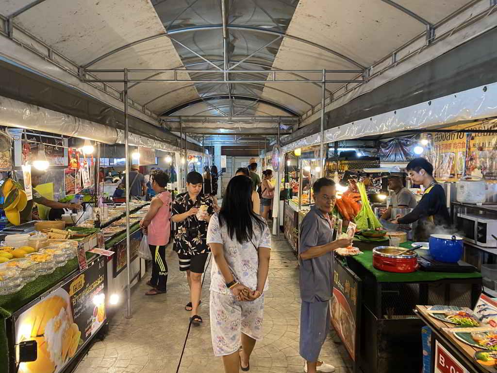night market in ao nang